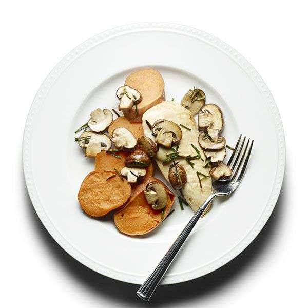 23. Frango assado com cogumelos e batata doce