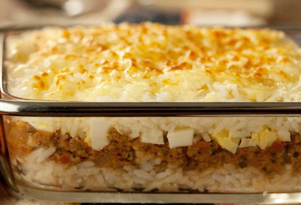 Arroz de forno com carne moída e queijo