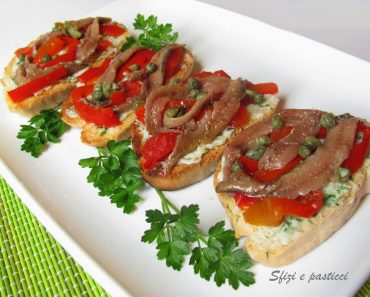 BRUSCHETTA COM PEPERONI E ACCIUGUE