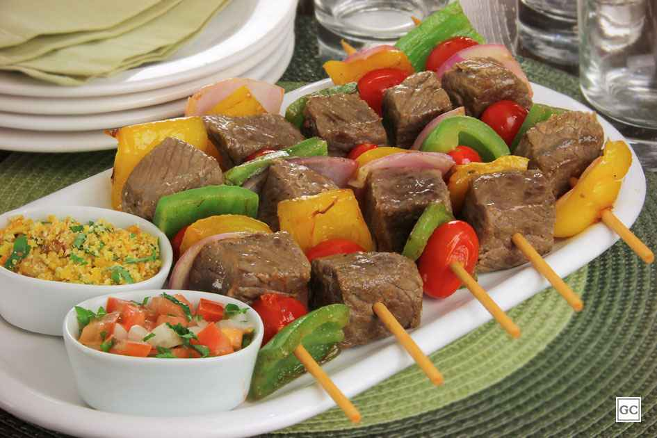 Receita espetinho de carne com legumes