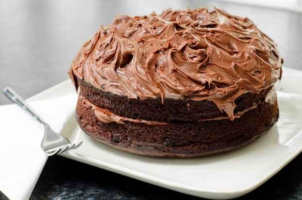 Massa de bolo de chocolate aerada