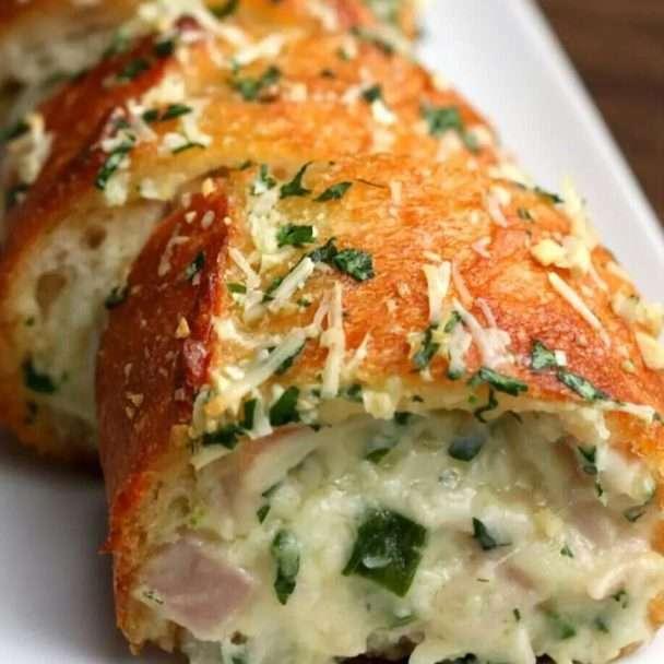 Pão de alho recheado com presunto e queijo