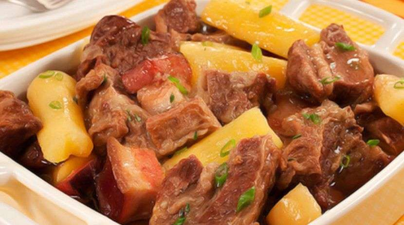 Receita de Carne de panela com mandioca e linguiça