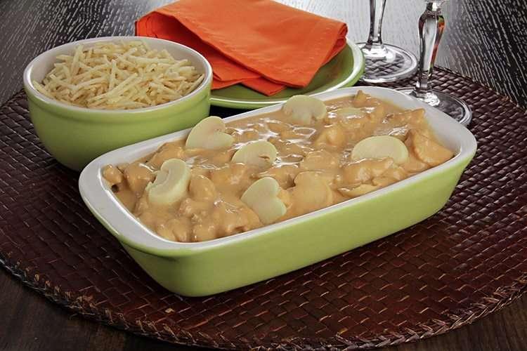 Receita de estrogonofe de frango rápido e delicioso para almoço