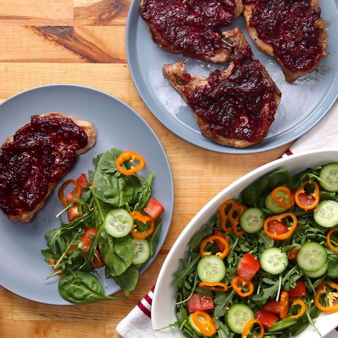 Receita de Costeletas de porco vitrificadas com amora e laranja