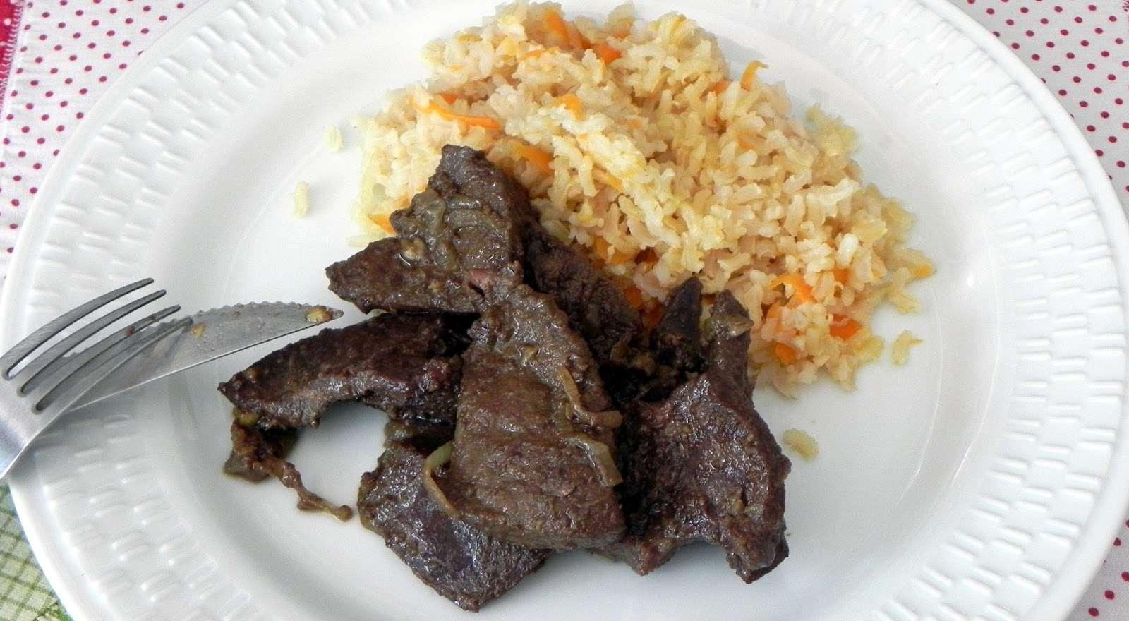Receita de Fígado de Boi Acebolado Diferente e Delicioso