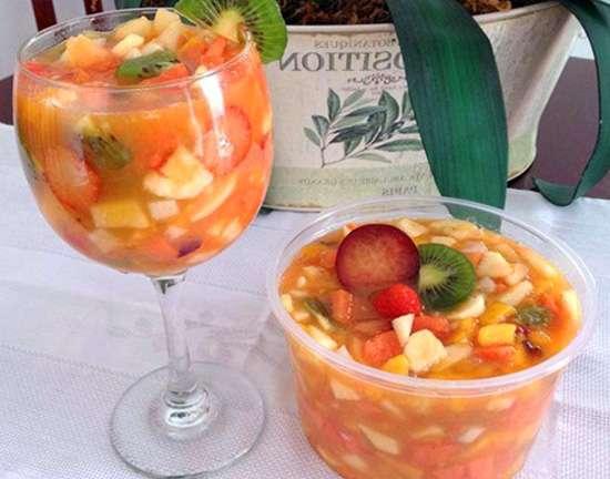 Receita de Salada de Frutas com Suco de Laranja