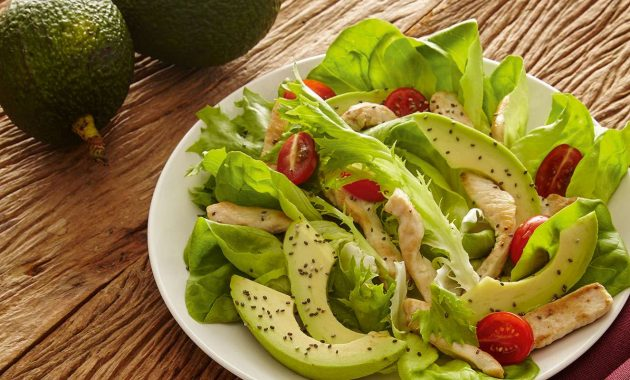 Receita de Salada de frango com abacate