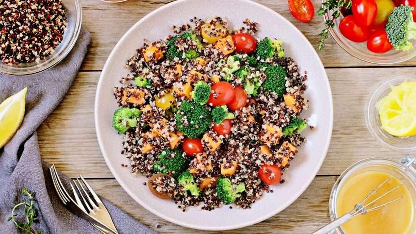 Receita de Salada de quinoa, brócolis e batata doce