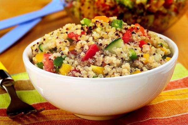 Receita de Salada de quinoa com tomate e pimentão