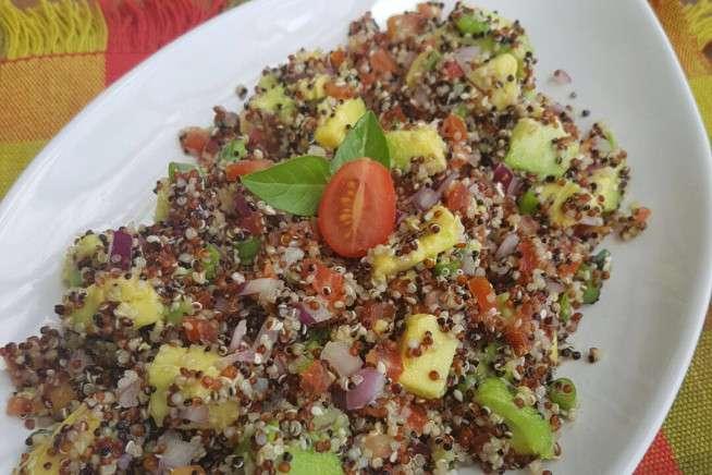 Receita de Salada de quinoa com abacate