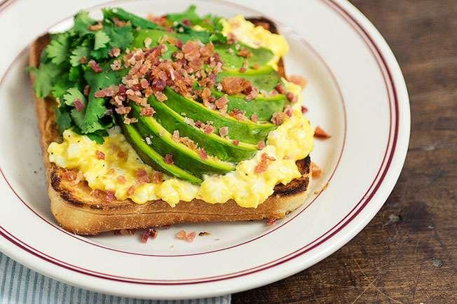 Receita de  Sanduíche de abacate, bacon e ovo