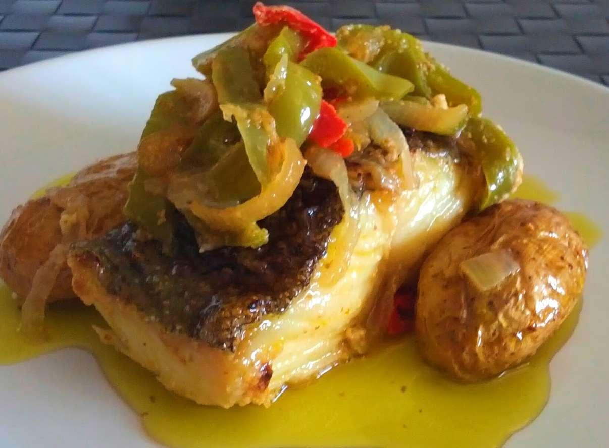 Receita de Bacalhau no forno com pimentos e batata assada