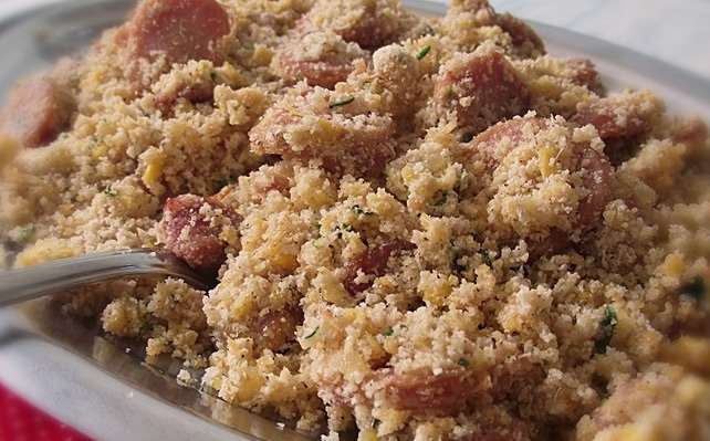 Receita de Farofa Simples com bacon e calabresa