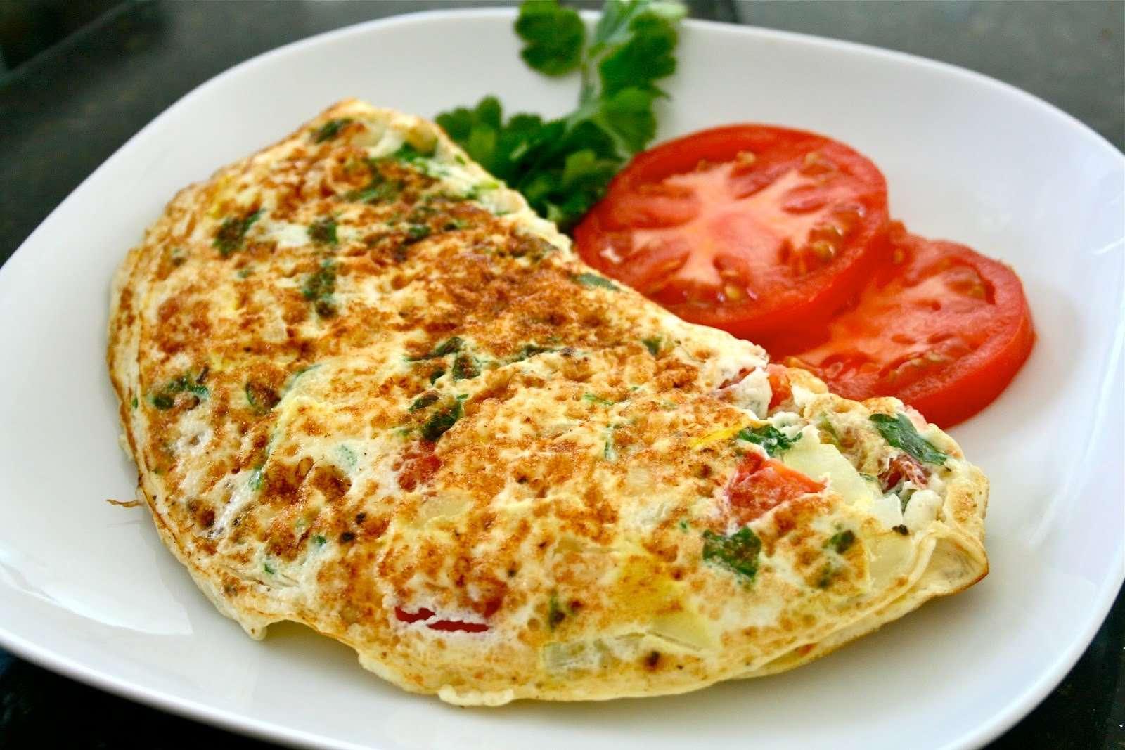 Receita de Omelete Low Carb de legumes e queijo magro Pequeno Almoço