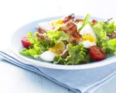 Receita de Salada de alface bacon e ovos