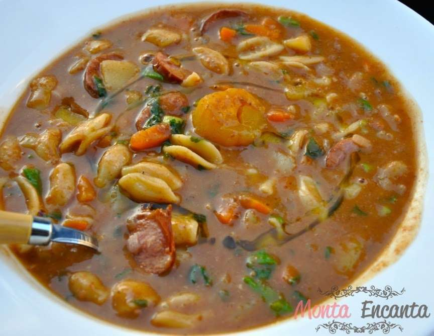 Receita de Sopa de Feijão com macarrão e legumes
