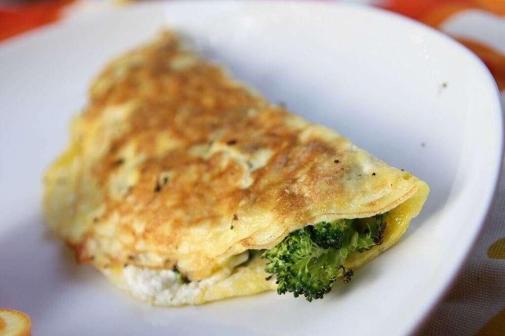 Receita de omelete low carb com brócolis