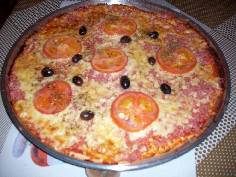 Pizza de liquidificador com Calabresa na Forma