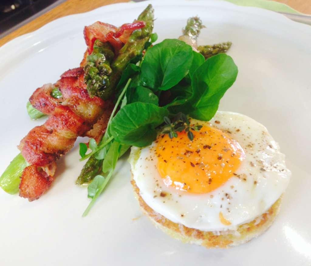 Receita de Aspargos Grelhados com Bacon e Ovo
