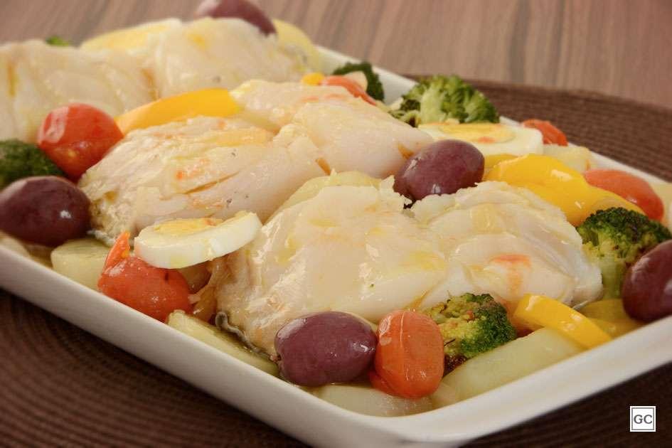 Receita de Bacalhau de forno com legumes para Almoço Rápido