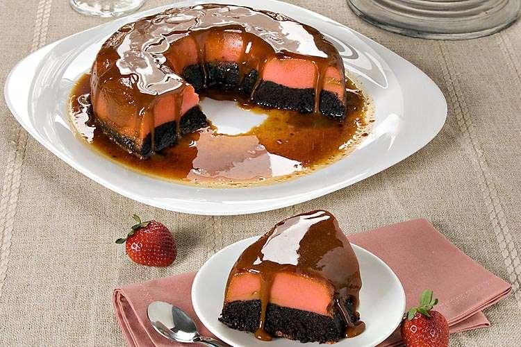Receita de Bolo pudim de chocolate e morango