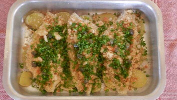 Receita de Filé de linguado assado com crostas de pão e cheiro verde