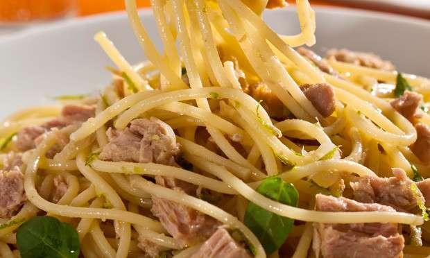 Receita de Macarrão prático com molho de limão e atum