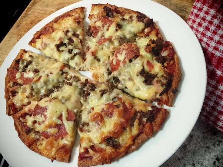 Receita de Massa de Pizza Low Carb Crocante Recheada