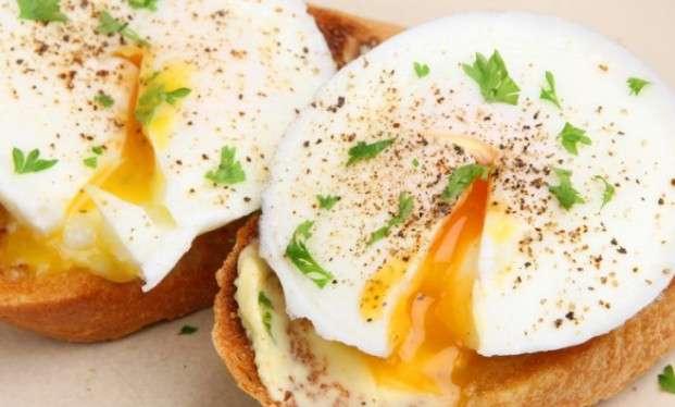 Receita de Ovo poche para Almoço Simples