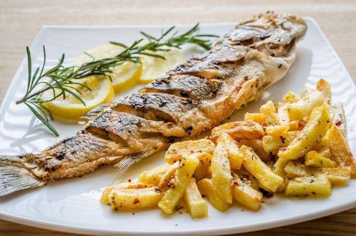 Receita de Peixe assado com batatas no Forno