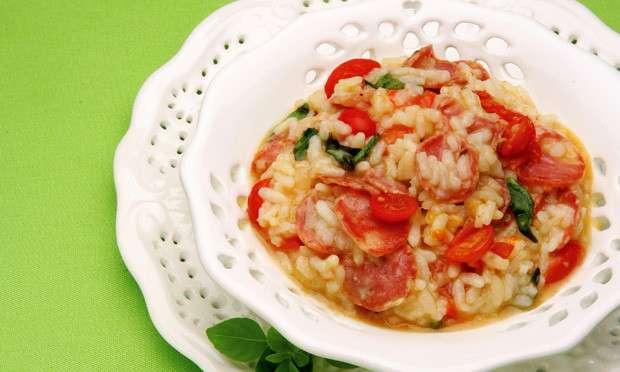 Receita de Risoto de linguiça e tomate-cereja