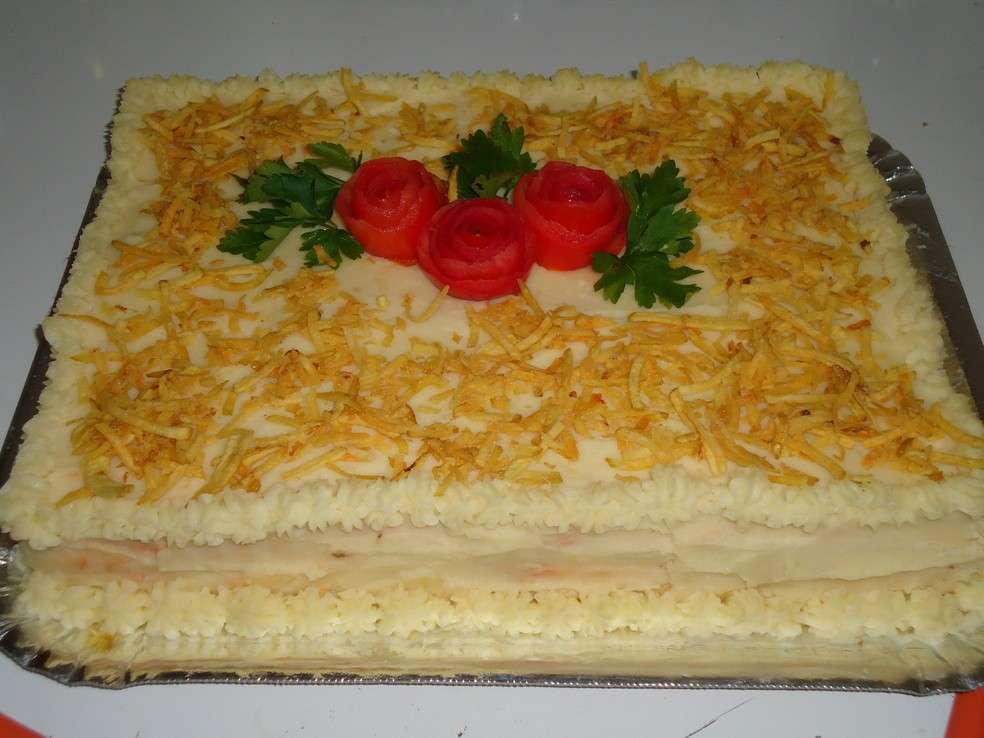 Receita de Torta de pão de forma, recheada com frango