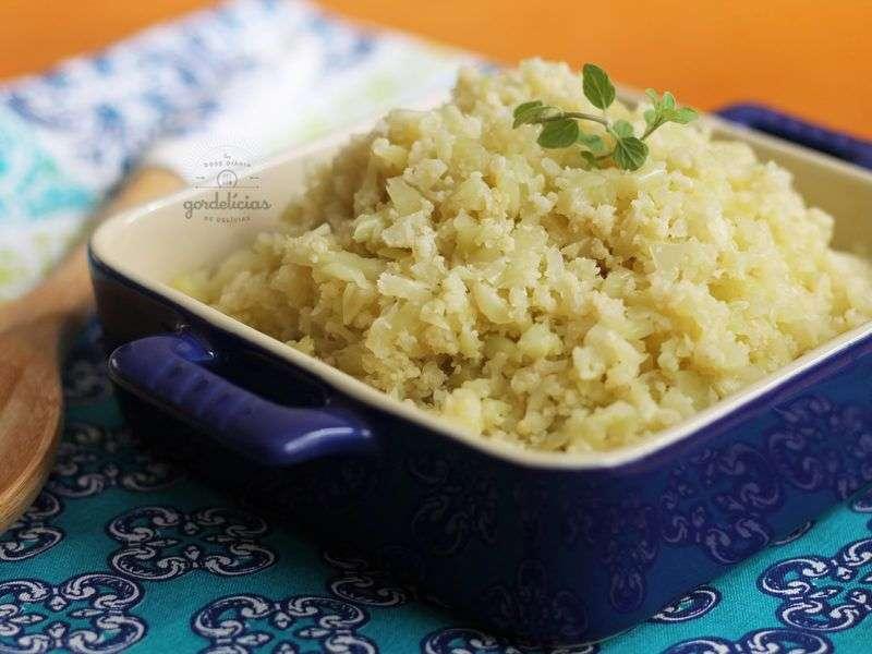 Receita de arroz de couve-flor low carb com carne e brócolis