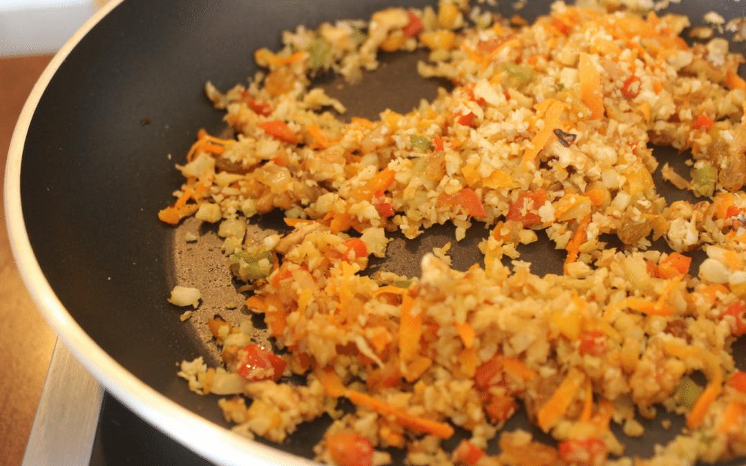 Receita de arroz de couve-flor low carb com cenoura