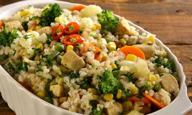 Receita de arroz de couve-flor low carb com pimentão