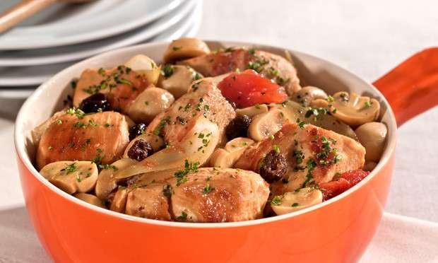 Receita de Frango de panela ao molho de tomate e cogumelos