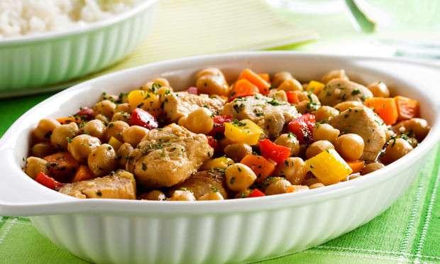 Receita de Grão de bico com frango e legumes