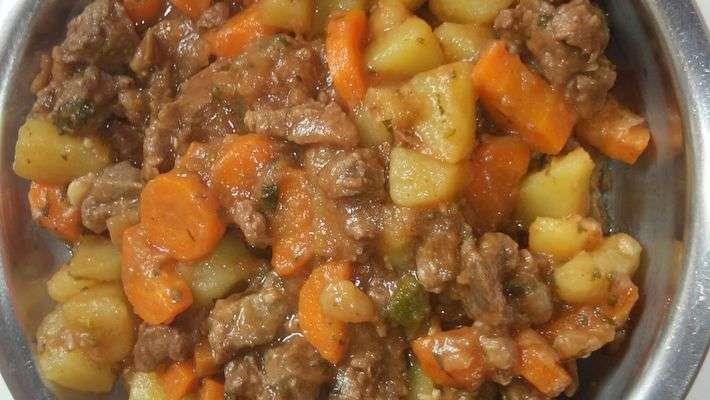 Receita de Picadinho de carne com batata e cenoura