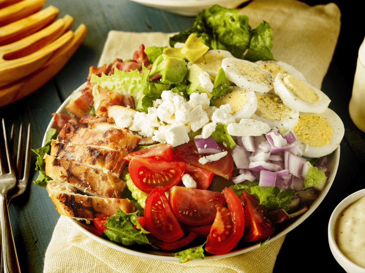 Receita de Salada Tropical com Molho de Iogurte
