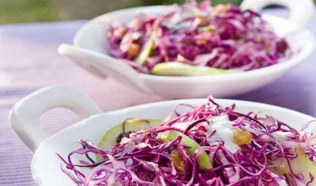 Receita de Salada de Repolho e molho de Iogurte