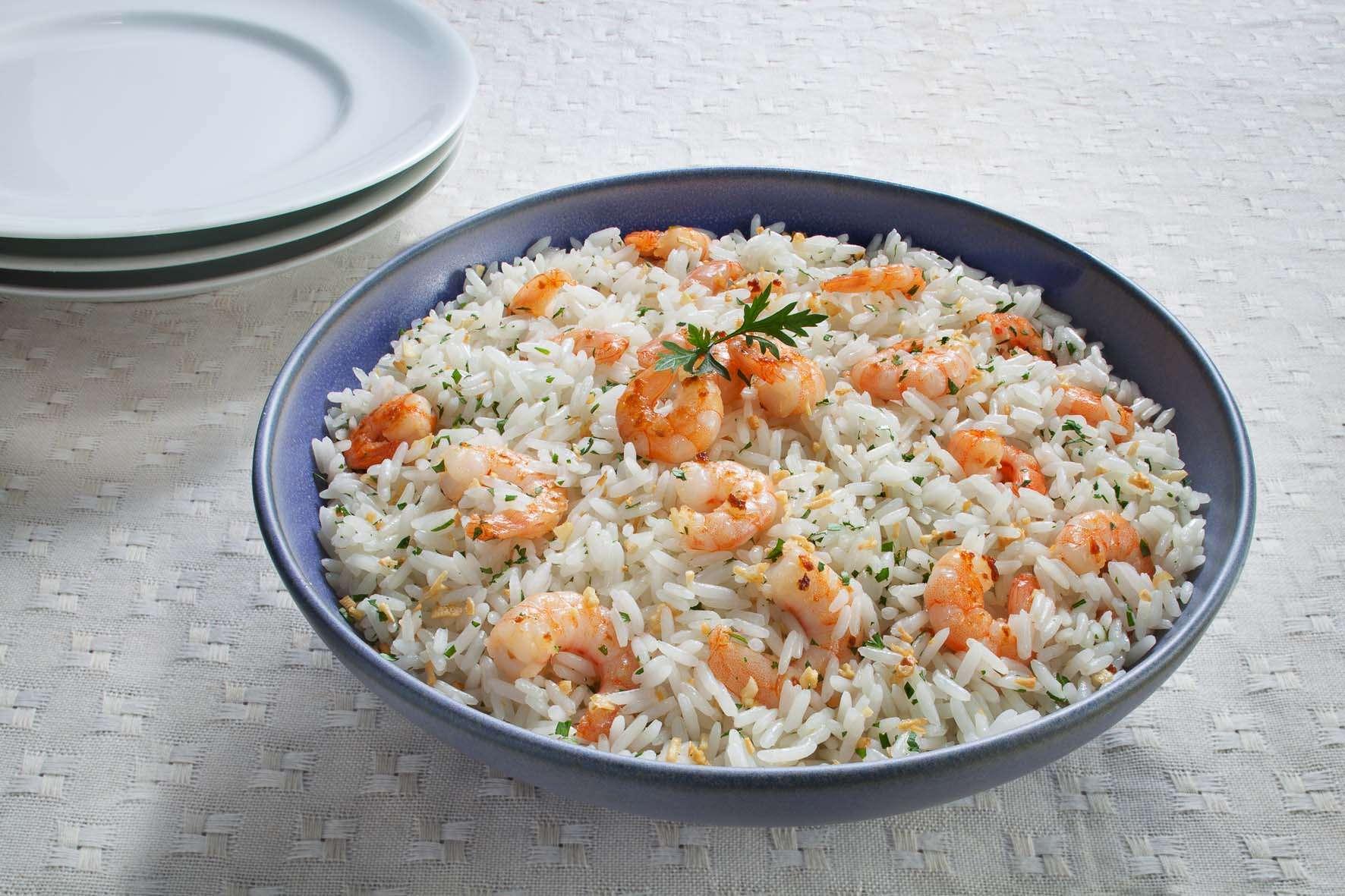 Receita de Arroz com camarão e alho para Almoço Barato