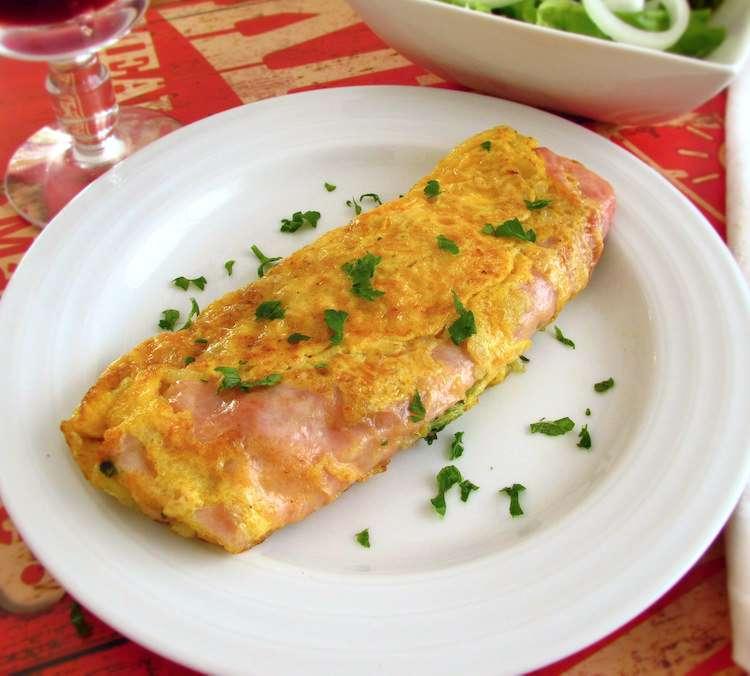 Receita de Omelete de fiambre e queijo para Almoço Simples