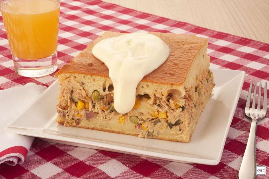 Receita de Torta cremosa de frango com requeijão