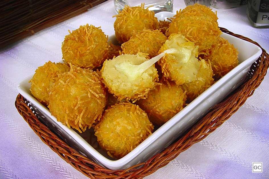 Receita de Bolinha de queijo com cabelo de anjo
