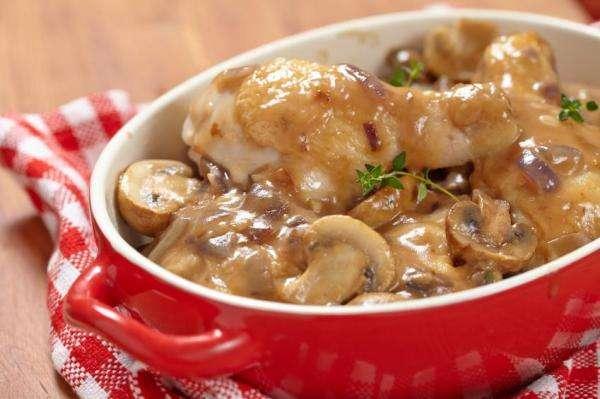 Receita de Coxas de frango ao molho de cogumelos