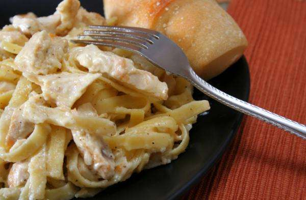 Receita de Macarrão com sardinha e molho branco