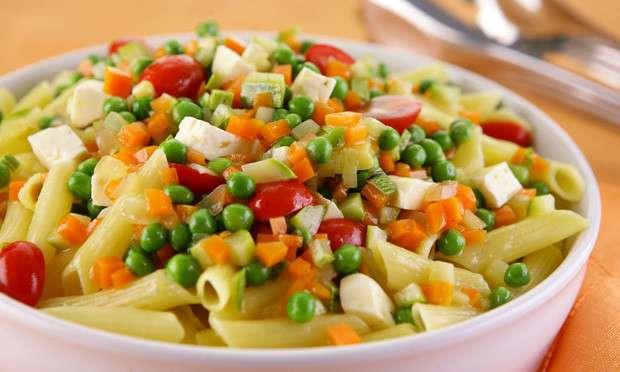 Receita de Penne aromático com legumes e queijo
