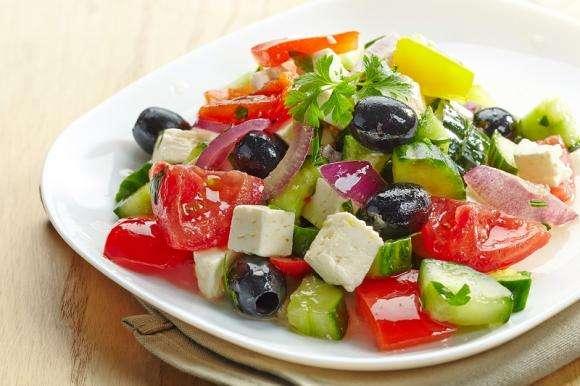 Receita de Salada Grega Low Carb para Almoço