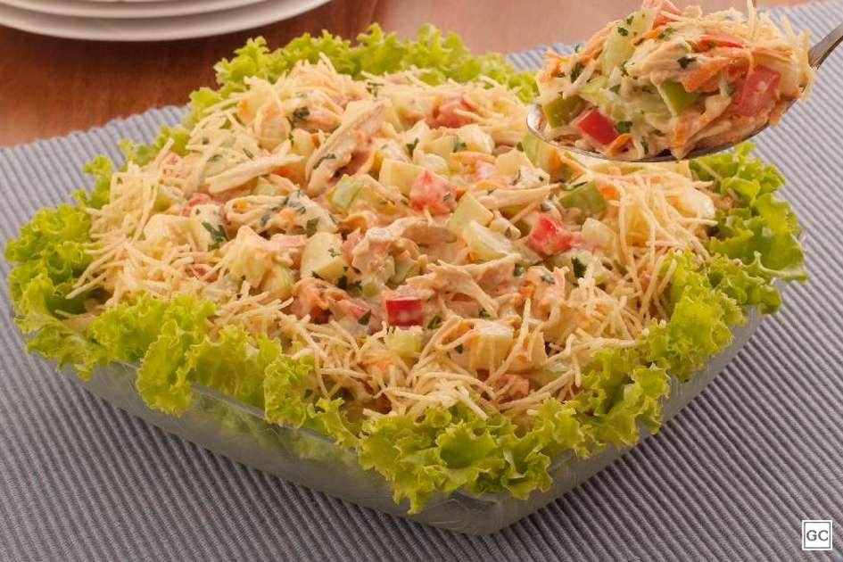 Receita de Salada de frango com salsão Fitness